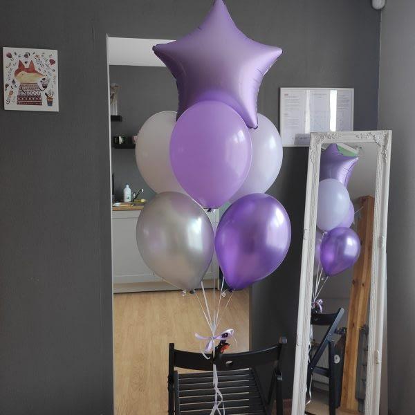 Lillā balonu pušķis izlaidumniecei